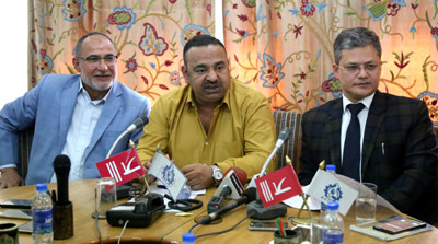 President JCCI, Rakesh Gupta flanked by KCCI senior vice president, Nasir H. Khan at a press conference in Srinagar on Saturday. —Excelsior/Shakeel