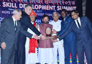 Minister for Forests, Environment & Ecology, Choudhary Lal Singh receiving Green State of the Year Award in New Delhi.