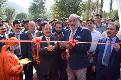Union Minister of State for PMO Dr Jitendra Singh inaugurating MUDRA Scheme in Srinagar on Thursday. —Excelsior/Shakeel