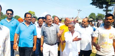 Speaker Kavinder Gupta conducting tour of Gandhi Nagar.