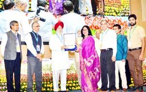 RDD Secretary Nirmal Sharma receiving Rashtriya Swachh Bharat Puraskar.