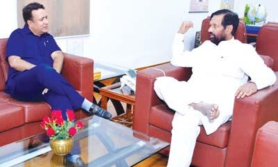 Minister for FCS&CA Zulfkar Ali calling on Union Minister Ram Vilas Paswan at New Delhi on Thursday.