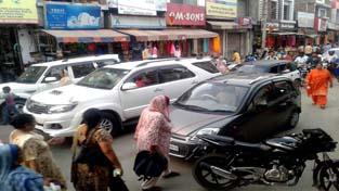Traffic jam on Vijaypur-Ramgarh road paralyses normal life