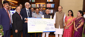 Chairman LIC VK Sharma presenting cheque worth Rs 2206.70 crore to Union Finance Minister, Arun Jaitely on Tuesday.