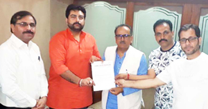 Members of JDW submitting a memorandum of demands to Deputy CM, Dr Nirmal Singh.