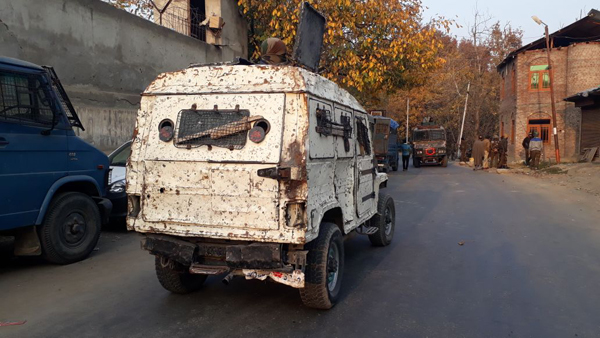 A police vehicle damaged in militant attack outside Rajpora police station of Pulwama on Saturday. —Excelsior/Younis Khaliq