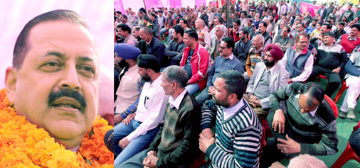 Union Minister Dr Jitendra Singh addressing a public meeting at Dayala Chak on Sunday. —Excelsior/Rakesh