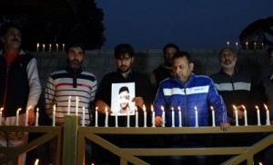 BJYM pays candle light tribute to Gowhar Bhat