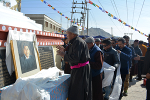 Dignitaries paying tributes to Sonam Wangyal on his death anniversary at Leh. -Excelsior/Morup Stanzin