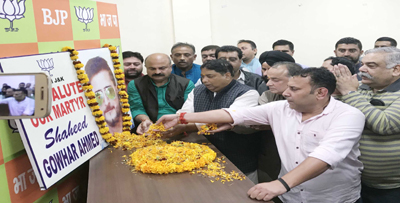 BJP & BJYM leaders paying tributes to Gowhar Hussain Bhat at Party Headquarters at Trikuta Nagar on Sunday. — Excelsior/Rakesh