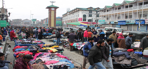 Unaffected Sunday market as hundreds of vendors put up stalls at Ganta Ghar, Lal Chowk despite strike called by separatists against daily cordon and search operations by security forces and killing of militants in the Valley. (UNI)
