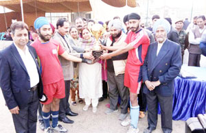 Chief guest, Kanta Andotra presenting winning trophy to Uplina Hockey Club Baramulla in Srinagar.