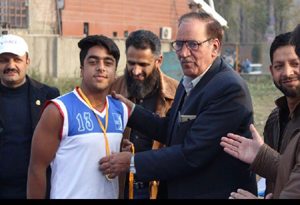 Nazim of Biscoe School presented best valuable player of the championship trophy by the chief guest in Srinagar.