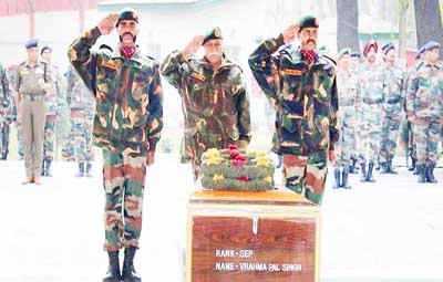 Senior Army officers paying tributes to martyr.