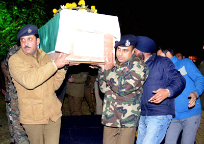 Police officers lending a shoulder to the coffin of Selection Grade Constable Abdul Salam who was martyred in Shopian district. (UNI)