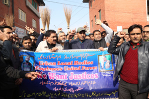 Employees of Urban Local Bodies staging a protest in Srinagar. —Excelsior/Shakeel