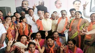Union Minister Dr Jitendra Singh, flanked by BJP leaders and Karyakartas, during his visit to the Varacher Assembly constituency in Surat, Gujarat, on Thursday.