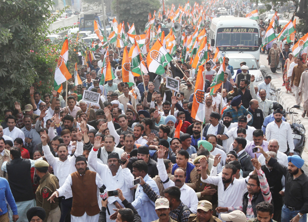 Congress activists taking out large protest rally to observe black-day on 1st anniversary of demonetization in Jammu. —Excelsior/Rakesh