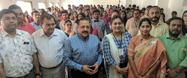 Union Minister Dr Jitendra Singh interacting with students on the occasion of