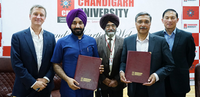 Vice-Chancellor of University of Canberra, Chancellor Chandigarh University and others displaying copies of MoU.
