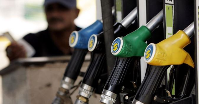 Delhi: Petrol, diesel price cut for eleventh time