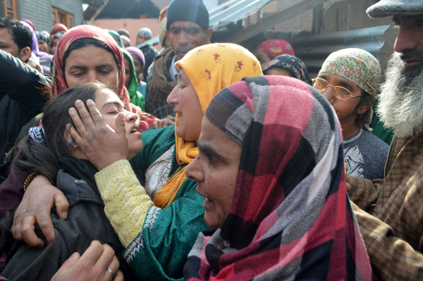 Muslim women console KP woman's daughter at Levdoora, Anantnag on Sunday. —Excelsior/Sajad Dar