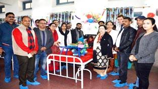 Dr Sunanda Raina Principal Gmc Jammu Presenting Gift To A Child
