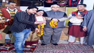 Famous actor/comedian Anil Koul Chingari being honoured by dignitaries in Jammu on Sunday.