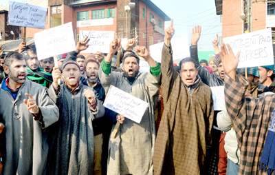 CPWs staging protest at Srinagar. -Excelsior/Shakeel