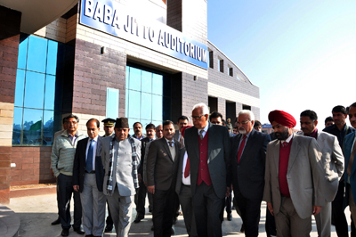 Governor NN Vohra during his visit to Baba Jitto Auditorium of SKUAST-J on Thursday.