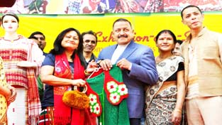 """Union Minister Dr Jitendra Singh with the fashion designers and artisans from Northeast after inaugurating the two-week """"Mega Northeast Exhibition cum Sale Bonanza"""" at Janpath, New Delhi on Sunday."""