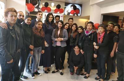 Mrs India Universe 2017, Anisha Safaya, posing with staff of 'The Headmasters Salon & Spa' at Jammu.