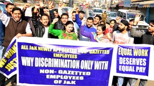 Newly appointed employees protesting against new recruitment policy of PDP-BJP Govt in Jammu. -Excelsior/Rakesh
