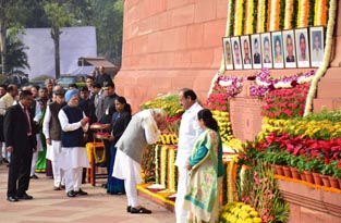 Prime Minister Narendra Modi paying tribute to martyrs of Parliament attack, in New Delhi on Wednesday. (UNI)