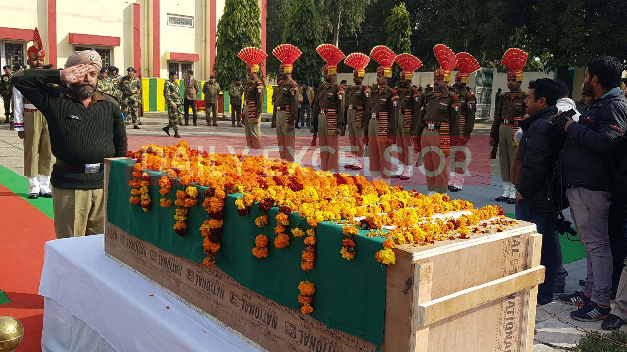 Wreath laying ceremony of BSF Head Constable A Suresh who lost his life in ceasefire violation by Pakistan in R S Pura sector – Excelsior/Rakesh