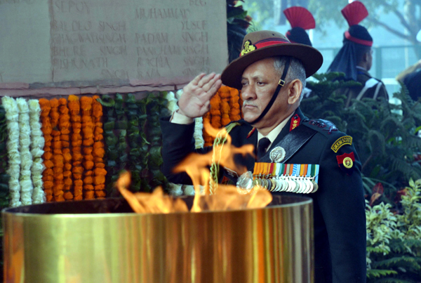 Chief of Army Staff Gen Bipin Rawat paying tribute to martyrs at Amar Jawan Jyoti at India Gate on the occasion of Army Day, in New Delhi on Monday. (UNI)