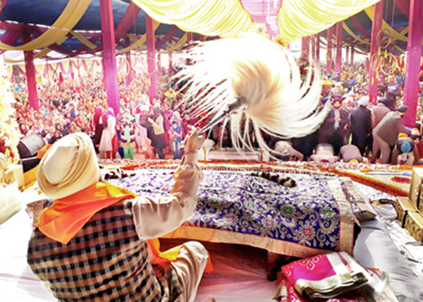 Hundreds of devotees offering special prayers on Gurpurab at Gurdwara, Chand Nagar in Jammu. -Excelsior/Rakesh