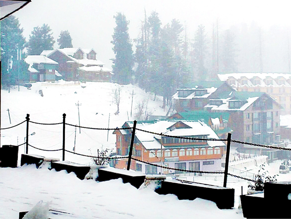 A view of fresh snowfall at Gulmarg on Friday. (UNI)