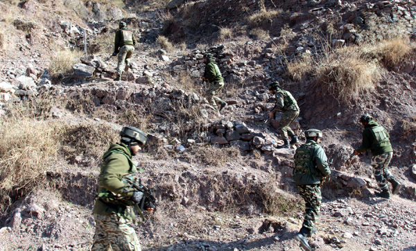 Security forces taking position during anti-militant operation at Uri in Baramulla district on Monday. — Excelsior/Aabid Nabi