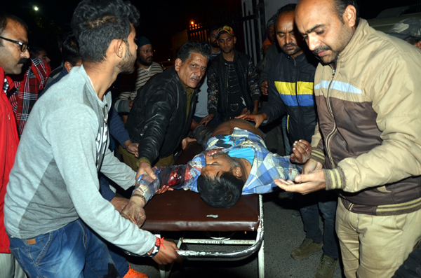 A civilian injured in Pakistan shelling at Kanachak being admitted in the GMC Jammu on Sunday night. -Excelsior/Rakesh