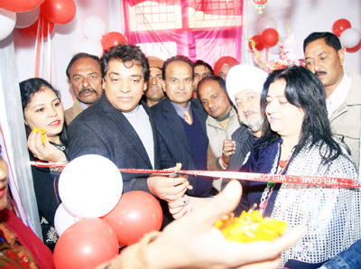 Chairman, J&K Development Forum, Vicky Mahajan, inaugurating 'De-International Spa and Salon' at SS Plaza in Janipur area of Jammu.