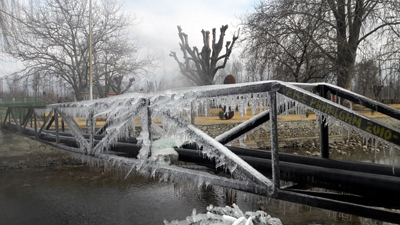 Mesmerising view of icicles formed over an iron bridge in Shopian. —Excelsior/Younis Khaliq
