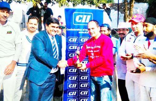 Former Ranji Trophy Player Rakesh Koul being presented man of the match award by Rahul Sahai, Chairman CII J&K State Council.