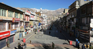 A view of bandh in Leh on Sunday. —Excelsior/Morup Stanzin