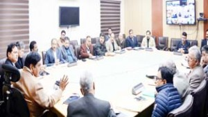CS reviews implementation of free  electricity scheme 'Saubhagya' with DCs