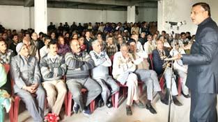 Senior vice president of JKPCC and former Minister, Sham Lal Sharma, addressing monthly meeting of Block Congress Committee at Akhnoor.