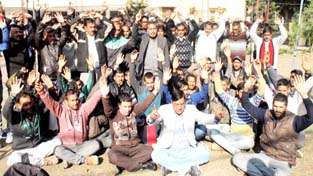 PDD employees staging protest at Chief Engineer's office at Canal Road in Jammu on Monday. -Excelsior/Rakesh