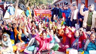 Contingent Paid Workers raising slogans during protest at Jammu on Monday. -Excelsior/Rakesh