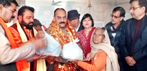 VC, JAKFED, Munish Sharma distributing fruits and shawls among needy at Chatha.