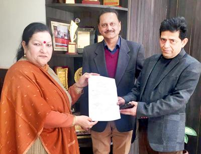Gmc Jammu Principal Dr Sunanda Raina With Hod Ophthalmology Dr